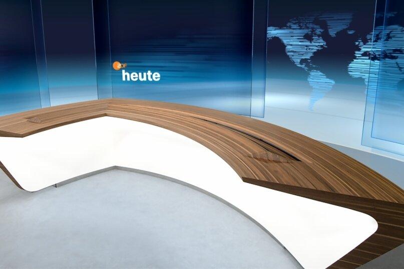 Der neue Moderatorentisch der ZDF-Heute-Nachrichten wurde von der Firma Seiwo mit Standorten in Scharfenstein und Hohenstein-Ernstthal gefertigt. Die Gestaltungsgrundlage kam vom Sender.