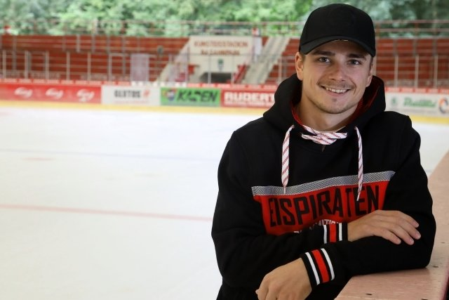 Moritz Schug hat sich für einen Wechsel vom Oberligisten in Halle zum Zweit-ligisten in Crimmitschau entschieden.