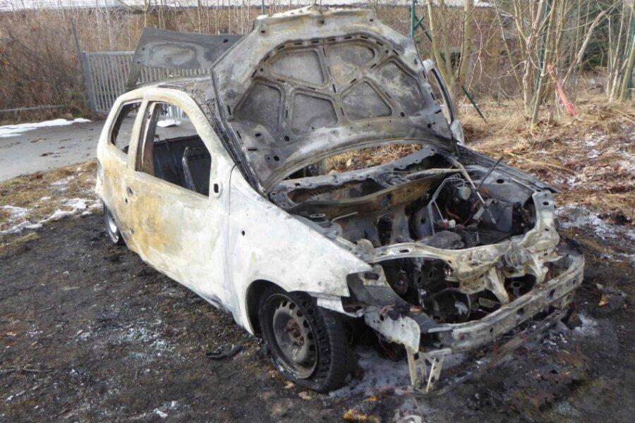 Brandstiftung: Kleinwagen brennt ab in Reichenbach