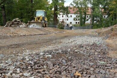 Hier entsteht ein neuer Weg im Glauchauer Schlosspark in Richtung Schloss. Kommende Woche werde die Arbeiten planmäßig unterbrochen, um im Januar fortzusetzen, wenn das Wetter mitspielt.