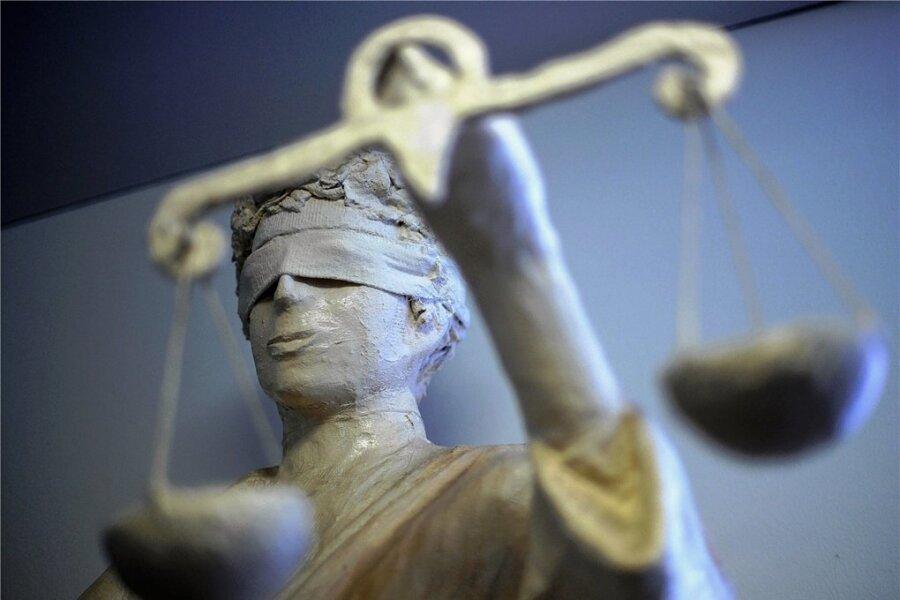 """Eine Geldstrafe in Höhe von 6000 Euro hat das Auerbacher Amtsgericht am Freitag wegen """"gewerbsmäßigen unerlaubten Glücksspiels"""" verhängt. Foto: Peter Steffen/dpa"""