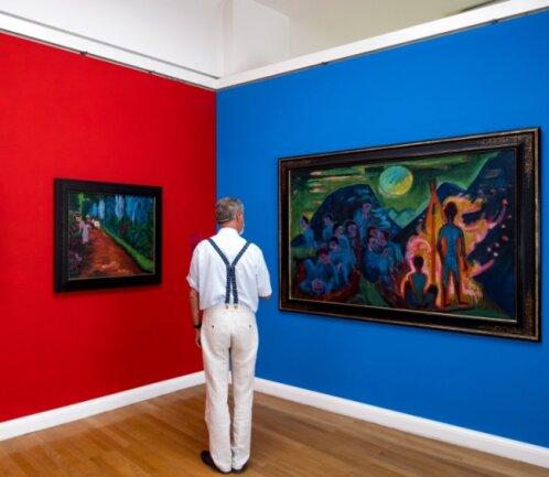 """In der Galerie der Moderne sind unter anderem die Werke """"Blaue Brücke"""" und """"Figurenbild (Bundesfeuer)"""" von Ernst Ludwig Kirchner sowie """"Parkweg"""" von Emil Nolde (Mitte) zu sehen."""