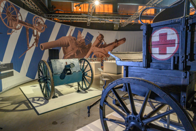Ein Blick in die neue Ausstellung des Militärhistorischen Museums in Dresden.
