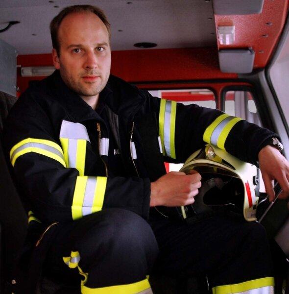 """<p class=""""artikelinhalt"""">Jens Müller aus Sosa erforscht die Arbeit der freiwilligen Feuerwehr im ländlichen Raum. </p>"""