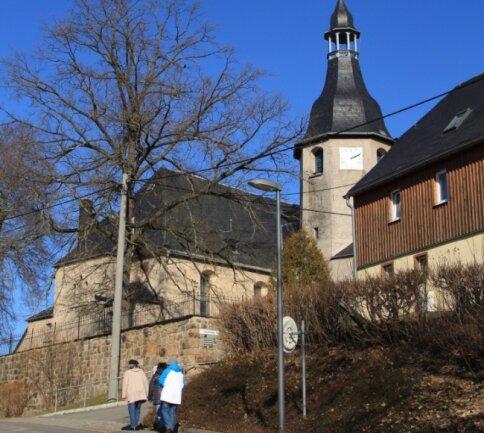 Künftig sollen Informationstafeln Wissenswertes über Gebäude des Dorfes, beispielsweise die Kirche, bieten.