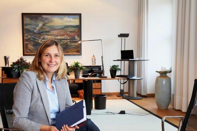 Pia Findeiß hatte gut aufgeräumt, sagt die neue Zwickauer Oberbürgermeisterin Constance Arndt an ihrem ersten Arbeitstag.