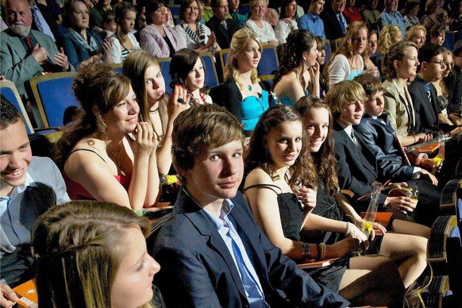 Jugendweihlinge vor ihrer Feierstunde: wichtiger Schritt oder leere Zeremonie?