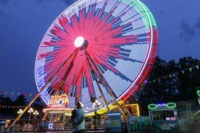 Einen großen Rummel mit Riesenrad soll es im September 2023 in Aue geben. Dann feiert die Stadt den ausgefallenen Sachsentag nach.