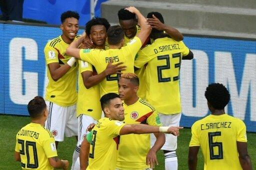 Team aus Kolumbien feiert den Einzug ins Achtelfinale