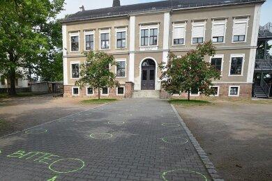 Ähnlich wie zur Sitzung des Gemeinderates im Corona-Lockdown 2020, also mit Abstand und Anstellen, soll die Bürgermeisterwahl am 14. März in der Grundschule Mühlau funktionieren.