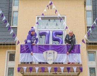 Fans schmücken ihre Häuser zum 75. Vereins-Jubiläum.