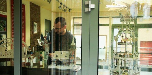 Die diesjährige Adventsausstellung ist im Schaufenster des Museums zu sehen. Diese Notlösung brachte Michael Heuck auf die Idee mit einem Wettbewerb.