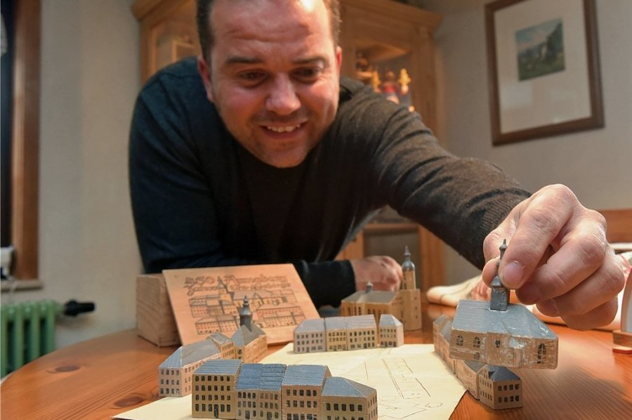 Ronny Preußler ist Sammler von altem erzgebirgischen Spielzeug. Dazu gehört auch ein Stadtspiel von Annaberg, das 1946 anlässlich des 450-jährigen Bestehens der Stadt herausgegeben worden war.