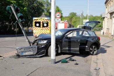 Die Audi-Fahrerin, die am Mittwochabend in Chemnitz verunglückt war, starb am Samstag in einem Krankenhaus.