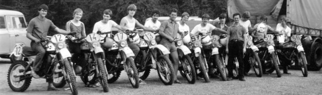 Das waren noch Zeiten: Udo Grellmann (3. v. l.) 1983 mit den Fahrern des MC MZ Zschopau.