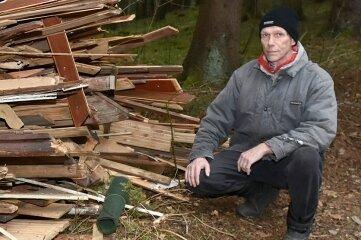 Roland Krüger ist stinksauer: Inseinem Wald haben schon Unbekannte mehrfach illegal Müll entsorgt.