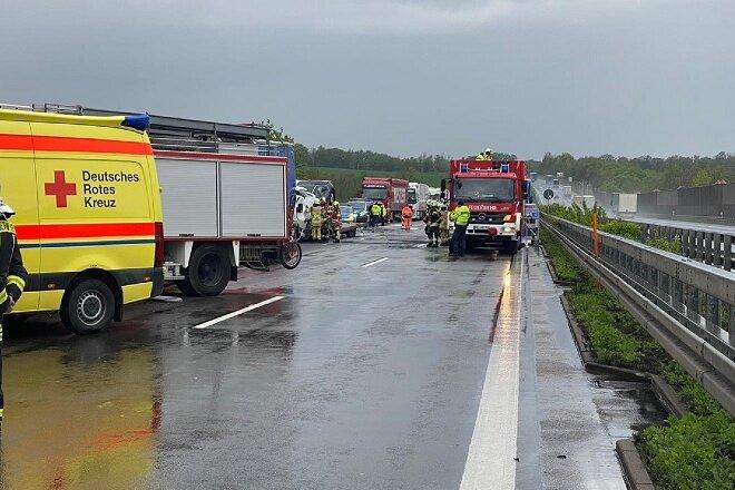 Ein 32-jähriger Fahrer eines Kleintransporters ist am Mittwochnachmittag auf der Autobahn 4bei Siebenlehn tödlich verunglückt.