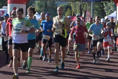 Diesen Sonnabend fällt in Eibenstock der Startschuss für den 25. Drei-Talsperren-Marathon. Vorn links im Bild Thomas Ungethüm als Sieger auf der Königsetappe im vergangenen Jahr.