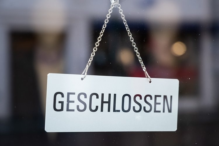 Weil der Inzidenzwert im Landkreis Zwickau seit drei Werktagen wieder dreistellig ist, hat das Landratsamt strengere Corona-Regeln erlassen.