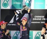 Start-Ziel-Sieg für Sebastian Vettel (m.)