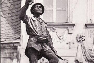 Historische Aufnahme der Figur des Bergmannsbrunnens.