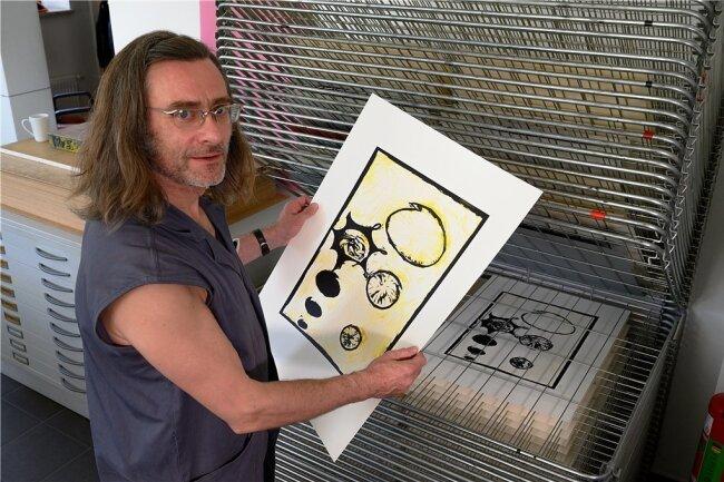Christoph Beyer hat in Schneeberg studiert und leitet jetzt die Druckwerkstätten.