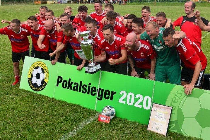 2016 stiegen die Langenauer Fußballer in die Mittelsachsenliga auf. In diesem Jahr setzten sie ihrer Entwicklung die Krone auf. Sie versüßten sich den Gang in die Landesklasse mit dem Kreispokalsieg.