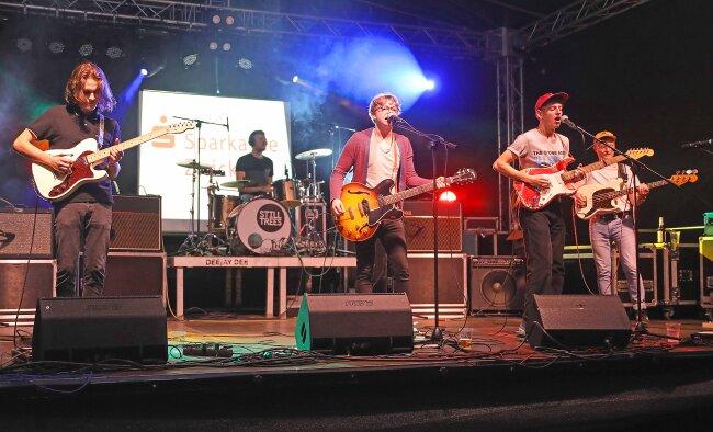 """Die Werdauer Indie-Rockband """"Still Trees"""" hatte am Freitagabend zum Stadtfest ein Heimspiel."""