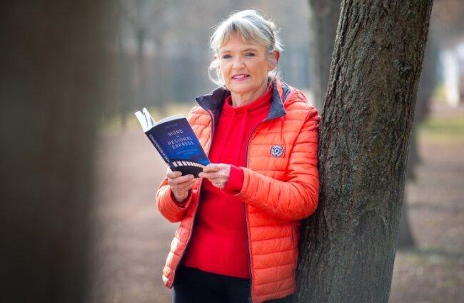 """Die Mittelsächsin Gabi Thieme hat mitten in der Pandemie ihr Buch """"Mord im Regionalexpress"""" fertiggestellt und bekannt gemacht."""