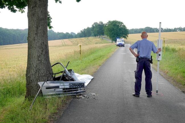 Bei einem Verkehrsunfall auf der Chursdorfer Straße ist ein Mann tödlich verunglückt.