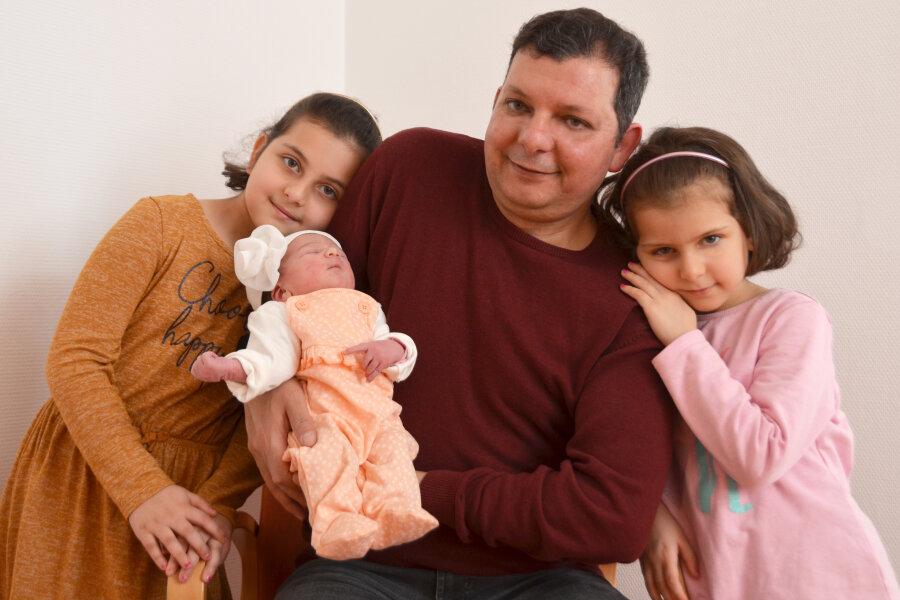 Mahmoud Hassan mit seinen Kindern Seba, Maria und Toleen.