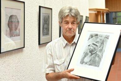 Axel Zahradnik macht in seiner Ausstellung unter anderem mit seinem Liebling bekannt: dem Gorilla.