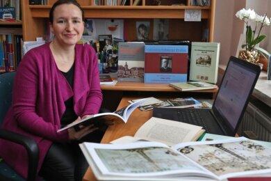 In Alexandra Thümmlers Regalen wimmelt es von Werken über die Schönburger Herrschaften. Auch digital wird man nun aktiver.