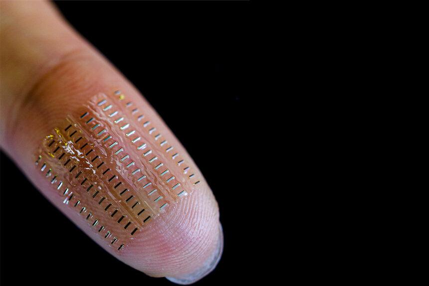 Eine Anordnung von 90 flexiblen und implantierbaren sogenannten Nano-Biosupercapacitors (nBFCs). Diese ermöglichen den autarken Betrieb von Mikrosensorik für den Einsatz unter anderem im Blut.