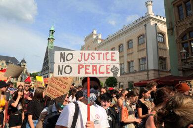 Eine Demo gegen Rassismus dauerte in Zwickau am Samstag rund drei Stunden.