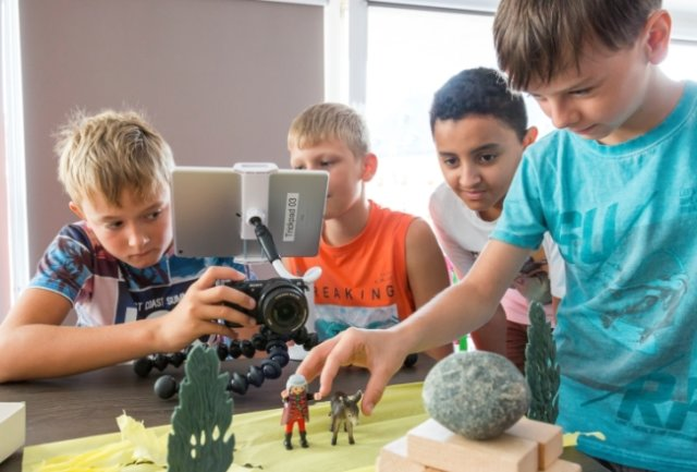 Wie schon bei der zweiten Auflage 2019, als das Foto entstand, sind auch diesmal Ideen in einem Schülerwettbewerb zum Märchenfilm-Festival Fabulix gefragt. Es gibt Videos als digitale Hilfestellung.