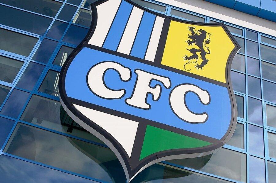Das CFC-Logo am Chemnitzer Stadion. Gespielt wurde hier zuletzt am 21. August.