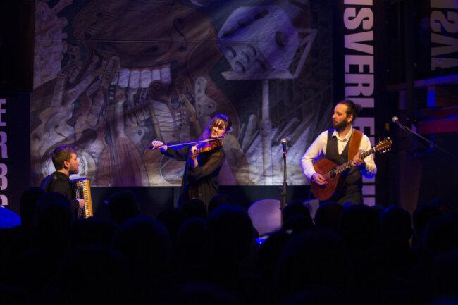 Im Jahr 2019 kürten Publikum und Jury haben übereinstimmend das Trio Wolski zum Sieger des Folkherbstes im Plauener Malzhaus. Dieses Jahr fällt der europäische Wettstreit coronabedingt aus.