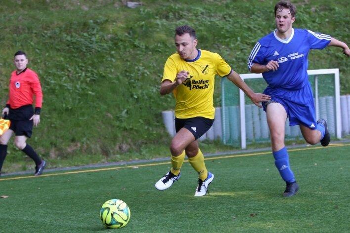 Auf die Nervenstärke der jungen Spieler, wie Elias Rüffer (r.), wird es laut Crottendorfs Coach Marcus Süß im Derby ankommen.