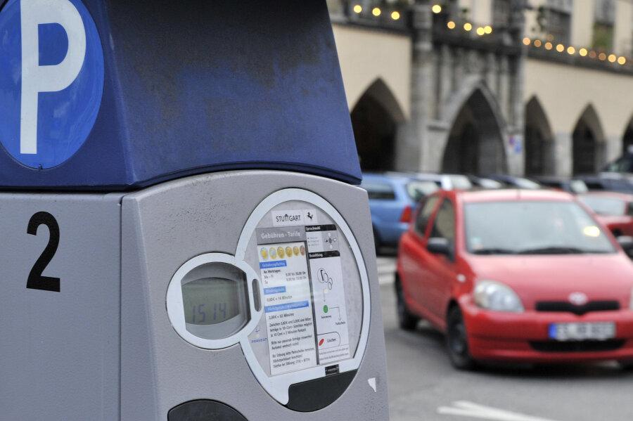 Parkautomat spuckt Münzen aus - Finder bringt Geld zur Polizei