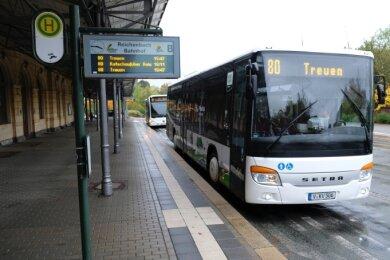 Die Informationstafeln am Reichenbacher Bahnhof sollen weichen und gegen neue ausgetauscht werden.