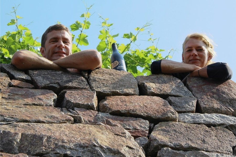 Winzer Martin Schwarz mit Partnerin Grit Geißler. Sein Pinot Noir Friedstein ist der beste Rote Sachsens.