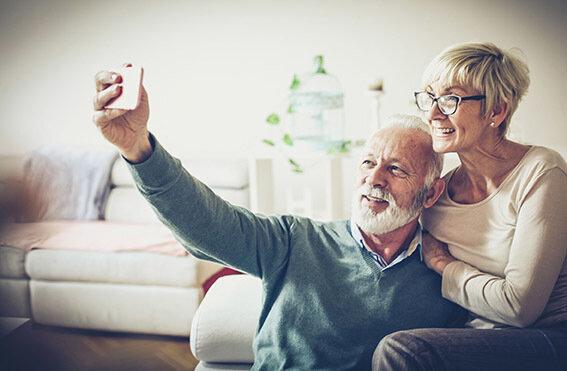 Soziale Isolation überbrücken mit dem Smartphone.