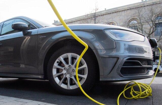 Vor der eigenen Haustüre Elektroautos aufladen: In Plauen wird es wohl noch längere Zeit diese Möglichkeit nicht geben. Die beiden großen Vermieter haben bislang dafür keine Pläne.