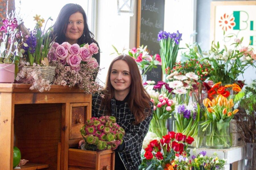 Ein Hauch von Frühling: Katja Wolf (links) und Lisa Schlupp von der Blumenwelt Bauer.