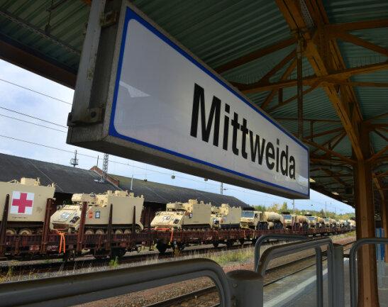 Der Transportzug mit den US-Panzern steht derzeit auf dem Mittweidaer Bahnhof, soll aber mit Ziel Bremerhaven weiterfahren.