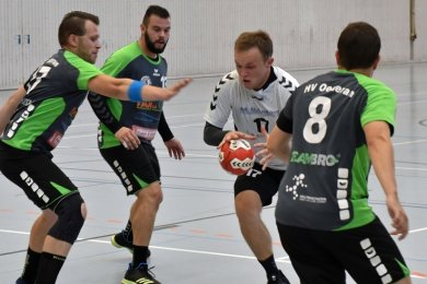 In der vergangenen Saison spielte Eduard Sabot (am Ball) mit Mittweida noch gegen Oederan. Im Sommer wechselte er zum HVO.