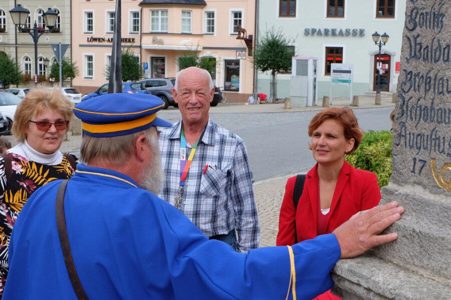 Katja Kipping beim Stadtrundgang in Zwönitz. Kurz darauf hat die Co-Vorsitzende der Partei Die Linke bekanntgegeben, dass sie beim nächsten Bundesparteitag nicht wieder als Parteivorsitzende kandidieren wird.