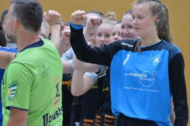 Beim Geo-Energiekonzept-Cup gewannen die Rotation-Damen um Torhüterin Ella Lehnert (r.) mit 11:10 gegen Bischofswerda. Am Samstag wollen die Weißenbornerinnen erneut als Sieger dastehen.