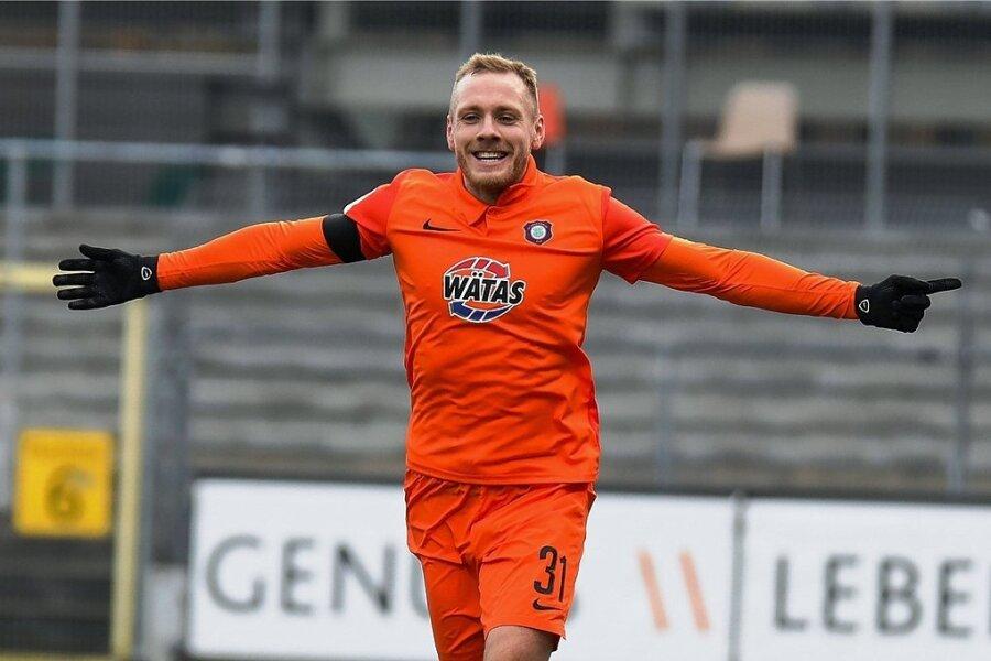 Ben Zolinski jubelt über das Tor zum 3:1 - der zweite Treffer des Auer Stürmers beim 4:1-Erfolg in Sandhausen.